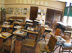 Pan_Auburn_School_room_(3).jpg